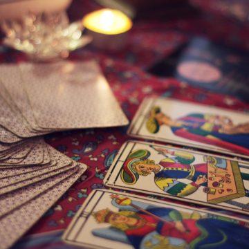 Dos cartas del tarot de Marsella: la Templanza y la Fuerza